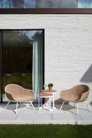 Set van 2 Pagino loungezetels wit-natural - aluminium en wicker - met bijzettafels